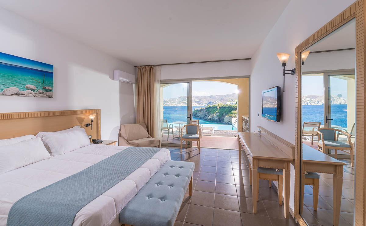 Superior Double Sea View sharing pool access