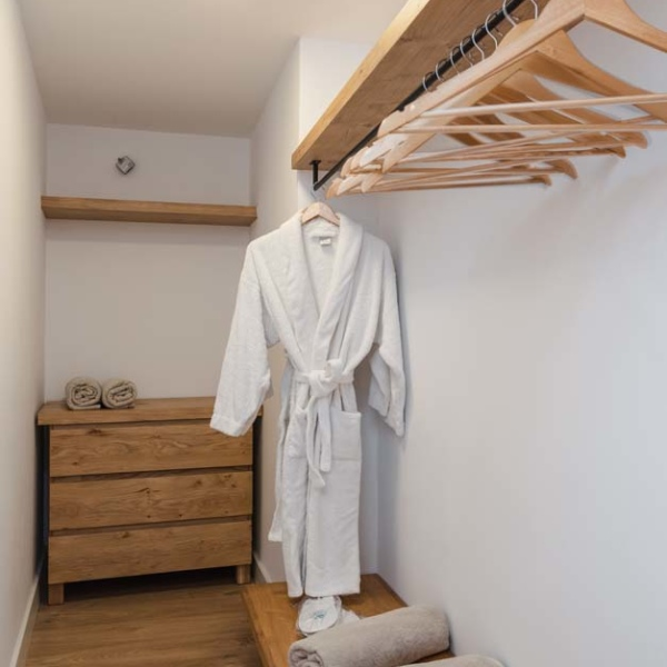 Suite with Independent pool closet 21
