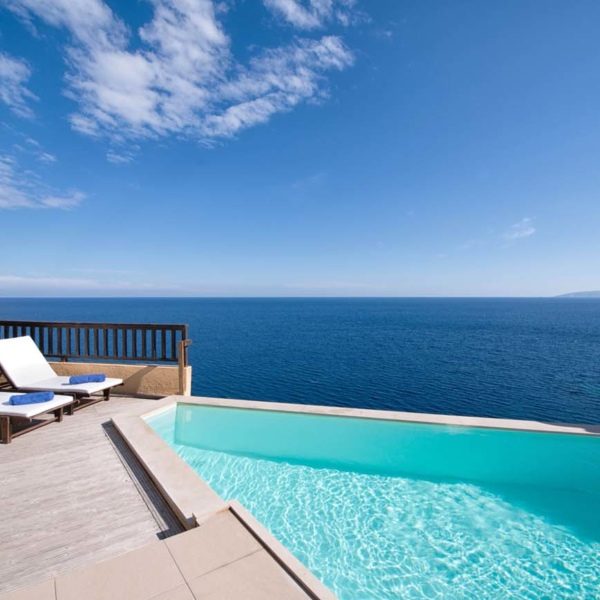 Suite with Independent pool exterior 25