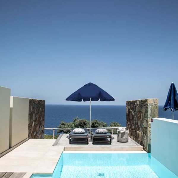 Superior with Independent pool terrace 01